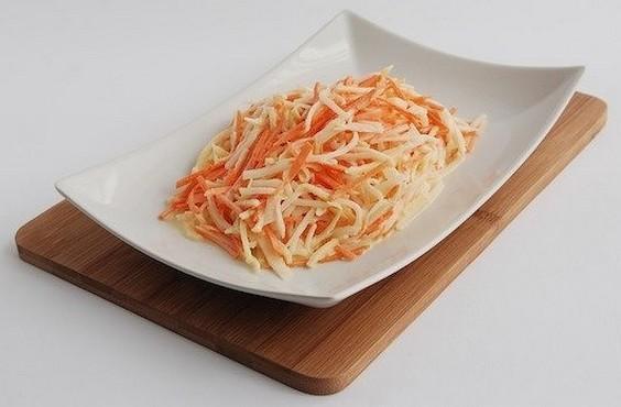 Салат с дайконом, яблоком и морковью