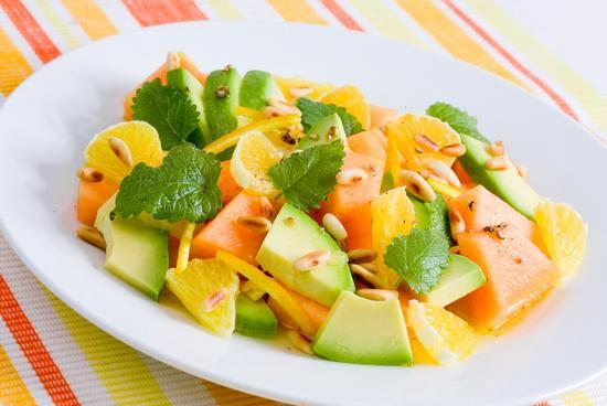 Салат с авокадо, дыней и апельсином