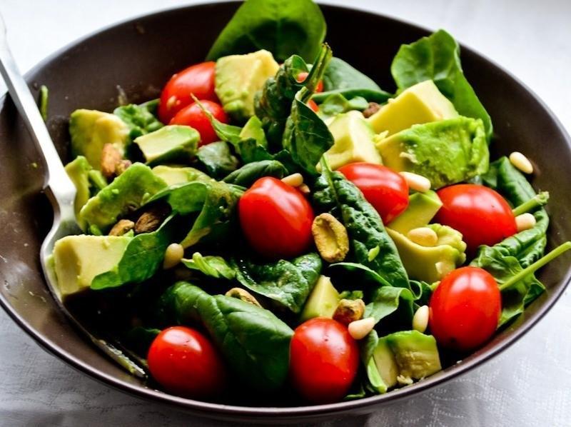 Салат с авокадо, брынзой, шампиньонами